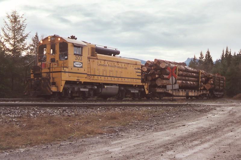 20031125 Newish Logging Locomotive Near the Zeballos Jct