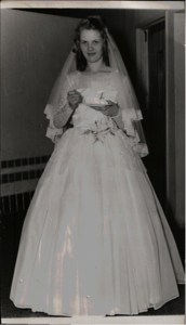 Bride Ruth Naomi Askew Edwards - 5 July 1958