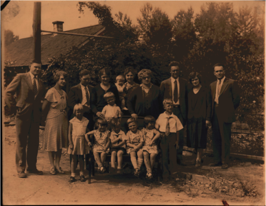 Helen Johns Purvis with daughters and grandchildren