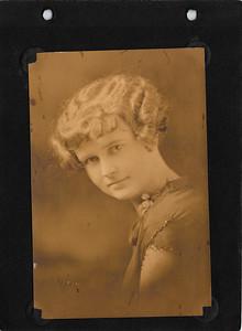 Nina Mae (m. Benton)