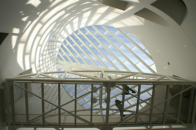 12-SF_MOMA_walkway_from_below_by_JeanRicket