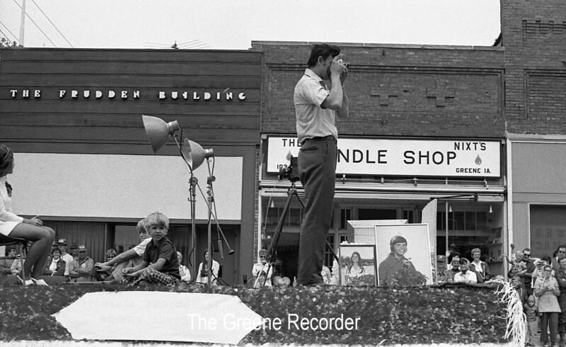 1974 RD Parade 364 Hawker Photog