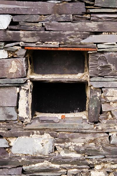 Shelf inside building – possible weighbridge on C4C (Ponc Refail)