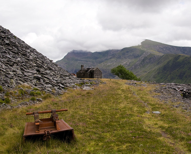 Abadoned rubbish waggon - with a weighbridge in teh distance.   Snowdon remains shyly in the cloud.