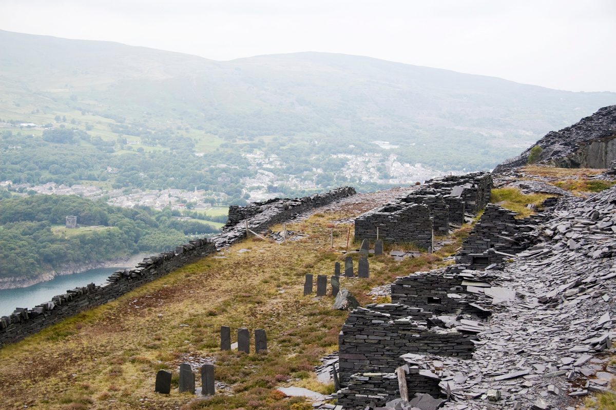 On the other side of the incline on the C4b – Sinc Bach  Braich level – more dressing sheds and Dolbadarn Castle in the distance