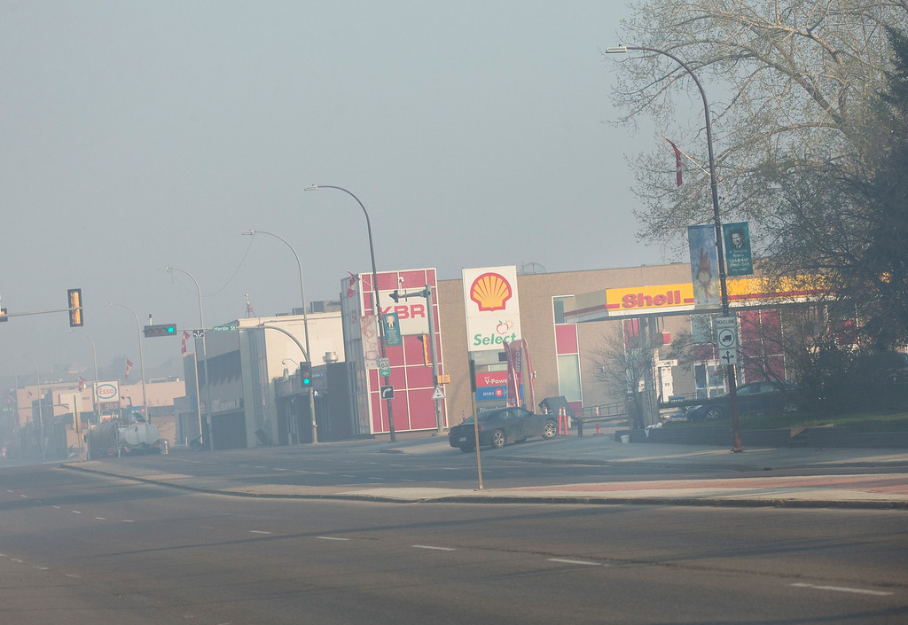 . Smoke from wildfires fill the morning air near a gas station on May 6, 2016 in Fort McMurray, Alberta, Canada. Wildfires, which are still burning out of control, have forced the evacuation of more than 80,000 residents from the town.  (Photo by Scott Olson/Getty Images)