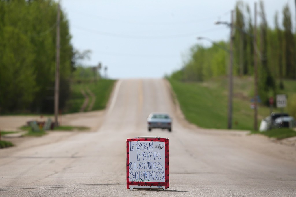 . A sign expressing generosity in  Plamondon, Canmada, on May 5, 2016 as many fleeing forest fires 300km north in Fort McMurray make their way south.  / AFP PHOTO / Cole Burston/AFP/Getty Images