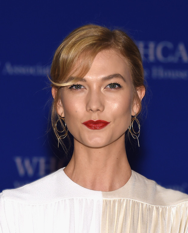 . Model Karlie Kloss attends the 102nd White House Correspondents\' Association Dinner on April 30, 2016 in Washington, DC.  (Photo by Larry Busacca/Getty Images)