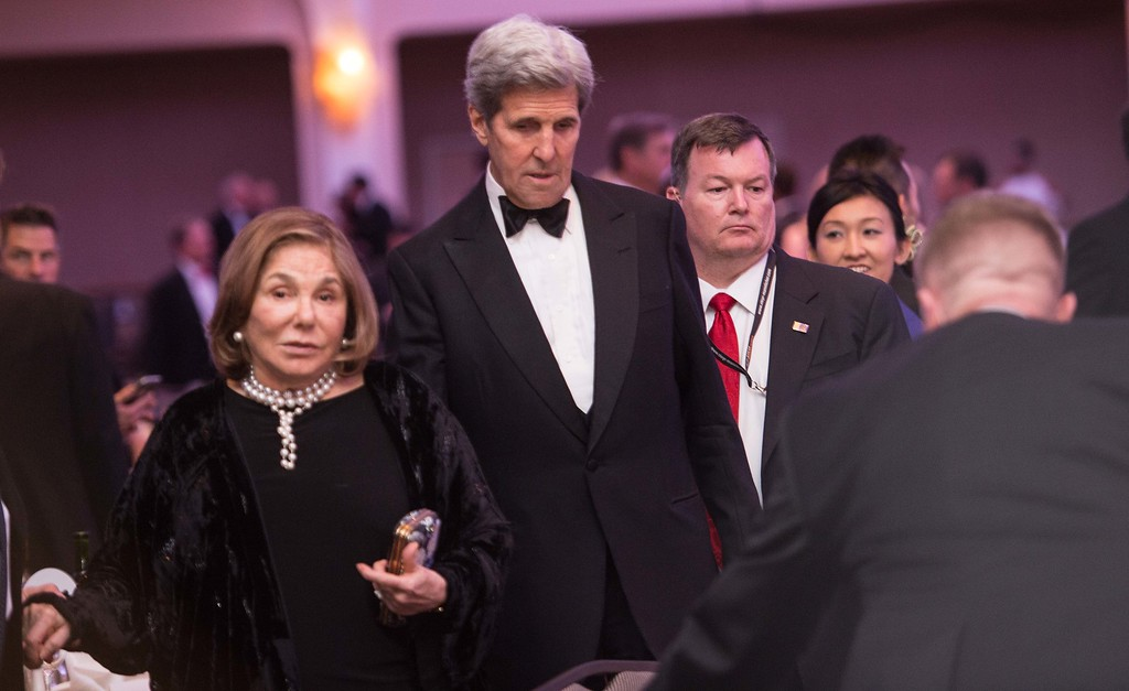 . US Secretary of State John Kerry (C) and his wife Teresa Heinz Kerry (L) attend the 102nd White House Correspondents\' Association Dinner in Washington, DC, on April 30, 2016. / AFP PHOTO / NICHOLAS KAMM/AFP/Getty Images