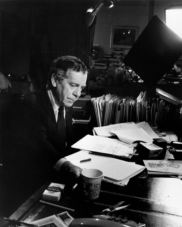 . This 1985 photo released by CBS shows Morley Safer at his office in New York. (CBS Photo Archive via AP)