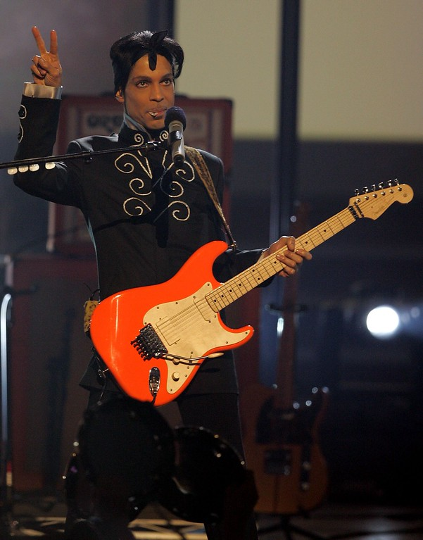 . Musician Prince performs onstage at the 2006 BET Awards at the Shrine Auditorium on June 27, 2006 in Los Angeles, California.  (Photo by Frazer Harrison/Getty Images)