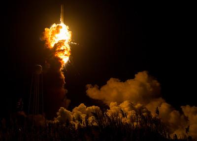 2015-11-01 NASA released Antares rocket explosion photos