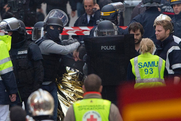 2015-11-18 Raid in France leaves 2 dead, 7 captured