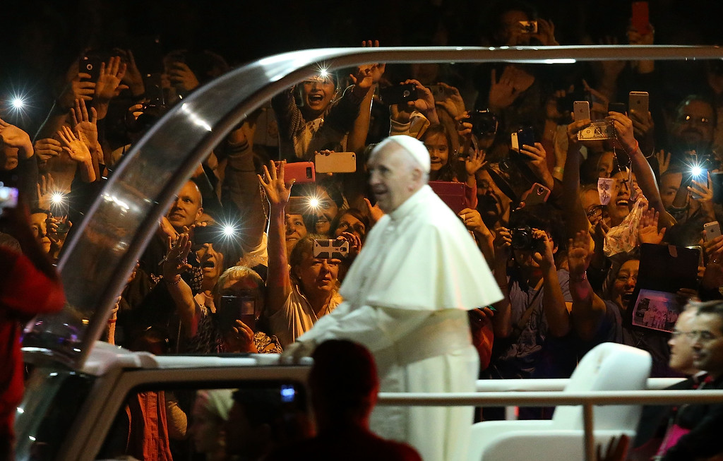 . Spectators react as Pope Francis rides by in the Popemobile as he arrives at the Festival of Families on September 26, 2015 in Philadelphia, Pennsylvania.  Pope Francis is wrapping up his trip to the United States with two days in Philadelphia where he will attend the Festival of Families and will meet with prisoners at the Curran-Fromhold Correctional Facility.  (Photo by Justin Sullivan/Getty Images)