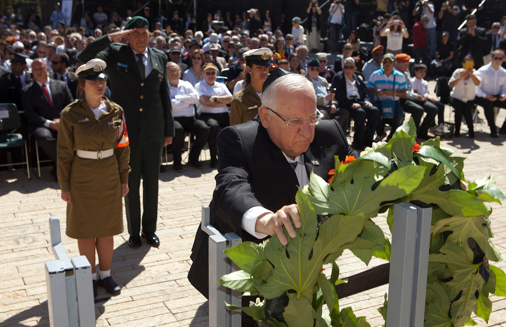 . Israeli president Reuven Rivlin lays a wreath during a ceremony marking the annual Holocaust Remembrance Day  at the Yad Vashem Holocaust memorial, in Jerusalem, Thursday, May 5, 2016. Israelis have stopped in their tracks, standing in silence as sirens pierced the air to remember the 6 million Jews who perished in the Nazi Holocaust during World War II. (AP Photo/Dan Balilty, Pool)