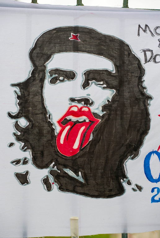 ". The iconic tongue symbol of the Rolling Stones sits atop the similarly iconic image of revolutionary hero Ernesto ""Che\"" Guevara on a sign placed by fans outside the venue where the Rolling Stones will play their concert in Havana, Cuba, Friday, March 25, 2016. The Stones are performing in a free concert in Havana Friday, becoming the most famous act to play Cuba since its 1959 revolution.(AP Photo/Desmond Boylan)"