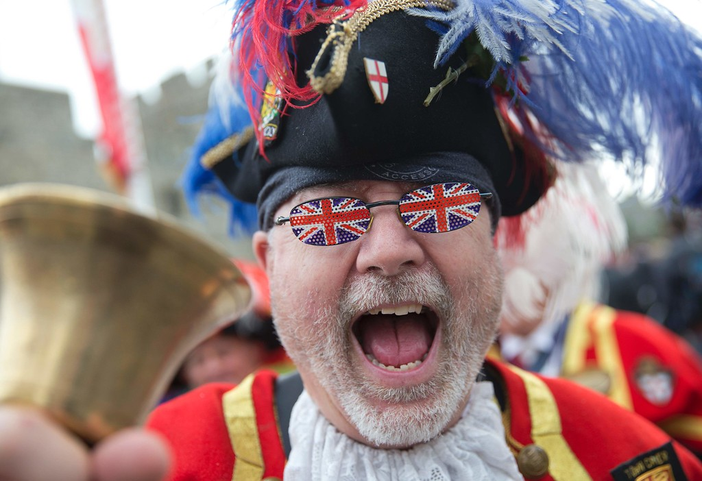 . A royal supporter is pictured outside Windsor Castle, west of London, on April 21, 2016, as Britain\'s Queen Elizabeth II celebrates her 90th birthday. Britain celebrates Queen Elizabeth II\'s 90th birthday on Thursday, with her eldest son Prince Charles paying tribute in a special radio broadcast and Prime Minister David Cameron leading a parliamentary homage. / AFP PHOTO / JUSTIN  TALLIS/AFP/Getty Images