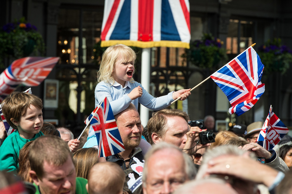 . Well-wishers gather as Queen Elizabeth II meets the public on her 90th Birthday Walkabout on April 21, 2016 in Windsor, England. Today is Queen Elizabeth II\'s 90th Birthday. The Queen and Duke of Edinburgh will be carrying out engagements in Windsor.   (Photo by Ian Gavan/Getty Images)