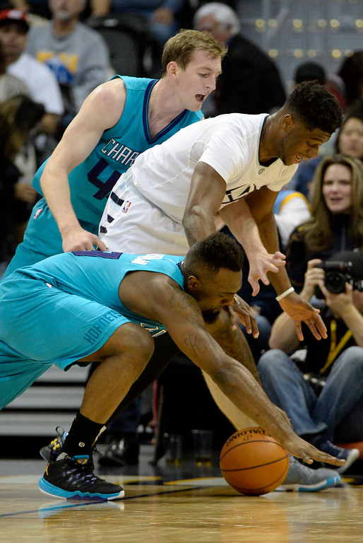 . P.J. Hairston (19) of the Charlotte Hornets and Cody Zeller (40) vie for a ball against Emmanuel Mudiay (0) of the Denver Nuggets during the third quarter of the Nuggets\' 95-92 win. The Denver Nuggets hosted the Charlotte Hornets at the Pepsi Center on Sunday, January 10, 2016. (Photo by AAron Ontiveroz/The Denver Post)