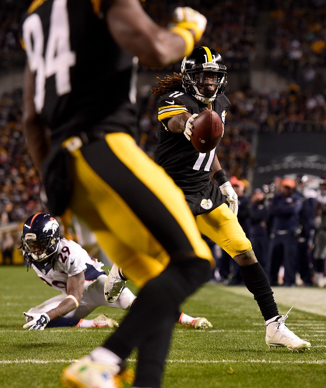 . PITTSBURGH, PA - DECEMBER 20: Markus Wheaton (11) of the Pittsburgh Steelers makes a game-tying touchdown catch over Bradley Roby (29) of the Denver Broncos during the second half of the Steelers\' 34-27 win at Heinz Field. The Pittsburgh Steelers hosted the Denver Broncos on Sunday, December 20, 2015. (Photo by AAron Ontiveroz/The Denver Post)