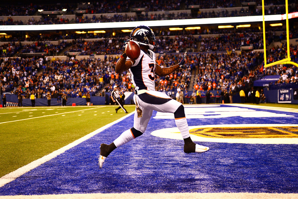 . Omar Bolden #31 of the Denver Broncos scores as time runs out in the first half vs. the Indianapolis Colts to make the score 17-7 Colts at Lucas Oil Stadium Indianapolis, Ind. November 08, 2015. (Photo by Joe Amon/The Denver Post)