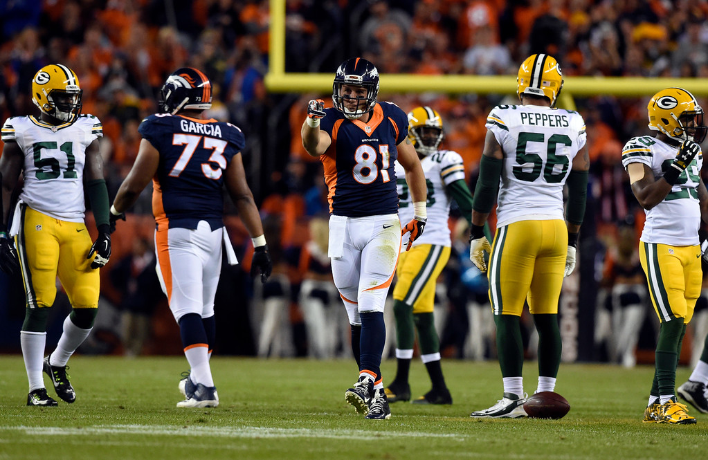 . Owen Daniels (81) of the Denver Broncos runs for a first down ending the first quarter.  The Denver Broncos played the Green Bay Packers at Sports Authority Field at Mile High in Denver, CO on November 1, 2015. (Photo by Helen H. Richardson/The Denver Post)