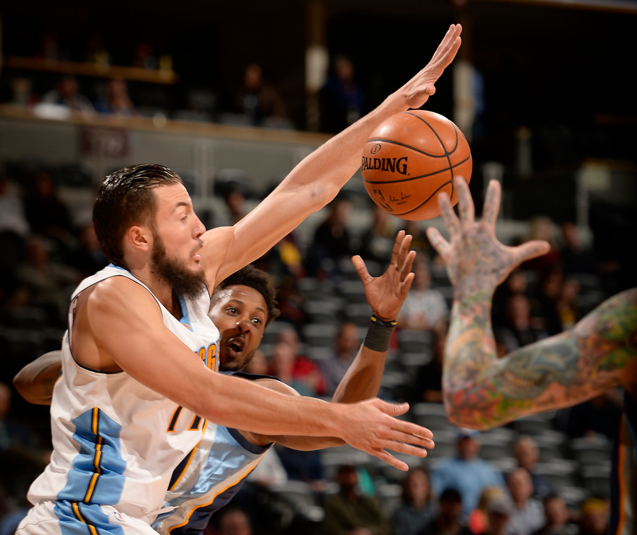 . DENVER, CO - FEBRUARY 29: Memphis Grizzlies guard Mario Chalmers (6) gets forced by Denver Nuggets center Joffrey Lauvergne (77) to make a pass to Memphis Grizzlies forward Chris Andersen (7) during the fourth quarter February 29, 2016 at Pepsi Center. (Photo By John Leyba/The Denver Post)