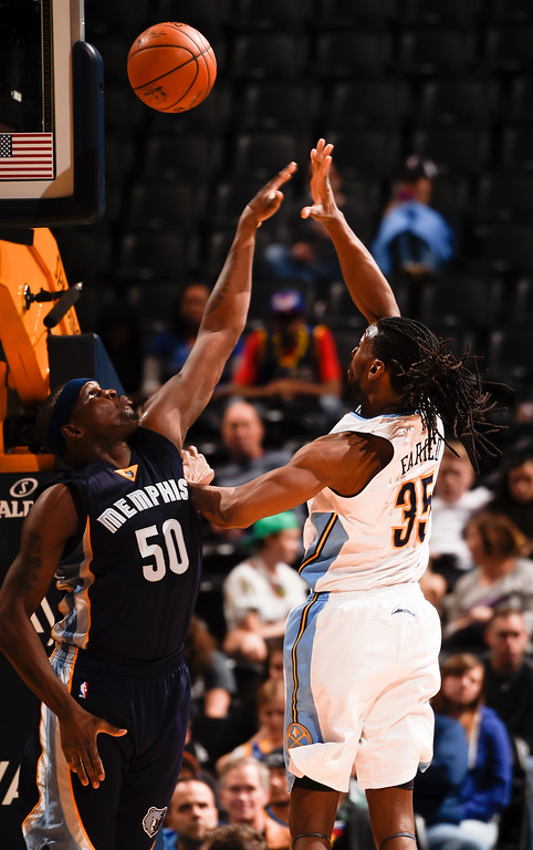. DENVER, CO - FEBRUARY 29: Denver Nuggets forward Kenneth Faried (35) takes a shooter Memphis Grizzlies forward Zach Randolph (50) during the third quarter February 29, 2016 at Pepsi Center. (Photo By John Leyba/The Denver Post)