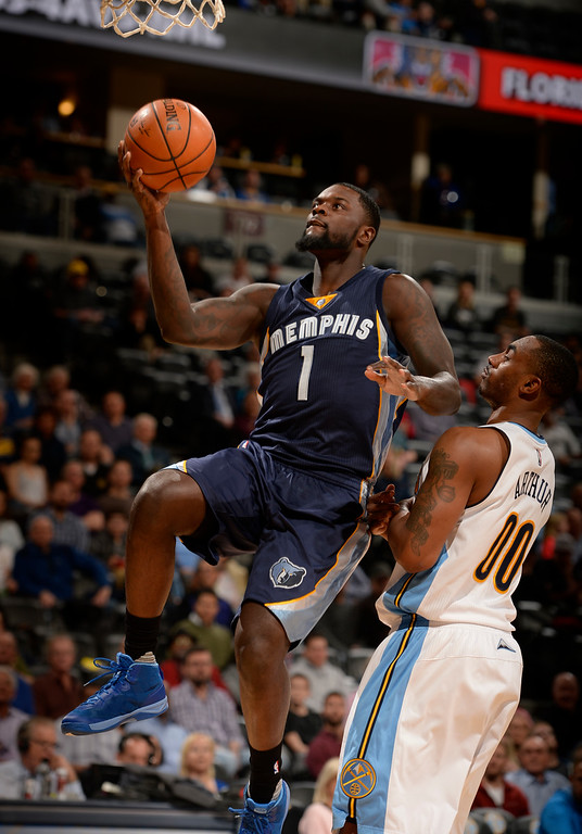. DENVER, CO - FEBRUARY 29: Memphis Grizzlies forward Lance Stephenson (1) gets an easy basket past Denver Nuggets forward Darrell Arthur (00) during the fourth quarter February 29, 2016 at Pepsi Center. (Photo By John Leyba/The Denver Post)