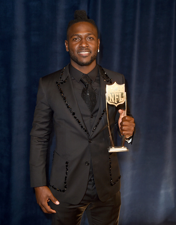 . Pittsburgh Steelers\' Antonio Brown poses backstage with the NFL.com Fantasy Player of the Year award at the fifth annual NFL Honors at the Bill Graham Civic Auditorium on Saturday, Feb. 6, 2016, in San Francisco. (Photo by Jordan Strauss/Invision for NFL/AP Images)
