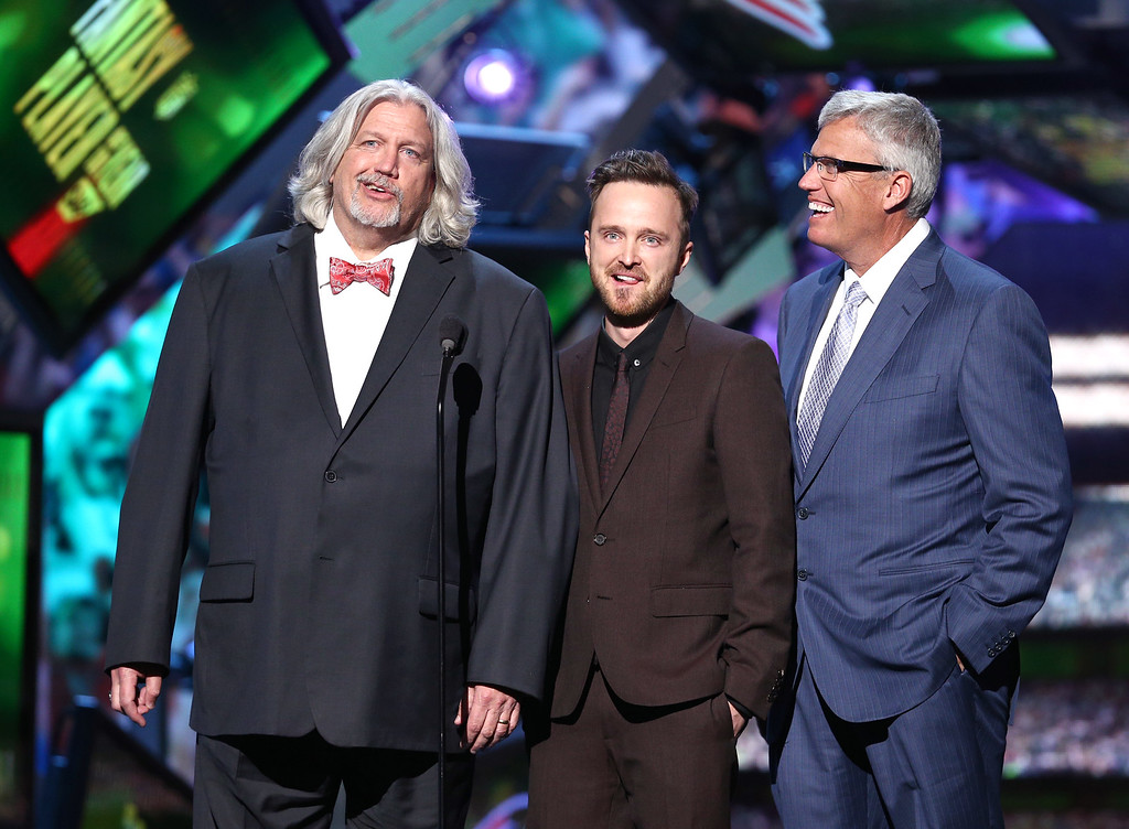 . Buffalo Bills assistant coach Rob Ryan, left, Aaron Paul, and Buffalo Bills coach Rex Ryan, right, present the NFL.com Fantasy Player of the Year award at the fifth annual NFL Honors at the Bill Graham Civic Auditorium on Saturday, Feb. 6, 2016, in San Francisco. (Photo by John Salangsang/Invision for NFL/AP Images)