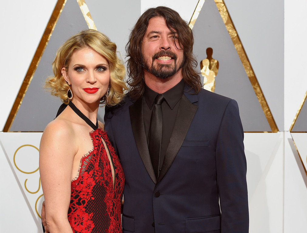 . Jordyn Blum, left, and Dave Grohl arrive at the Oscars on Sunday, Feb. 28, 2016, at the Dolby Theatre in Los Angeles. (Photo by Dan Steinberg/Invision/AP)