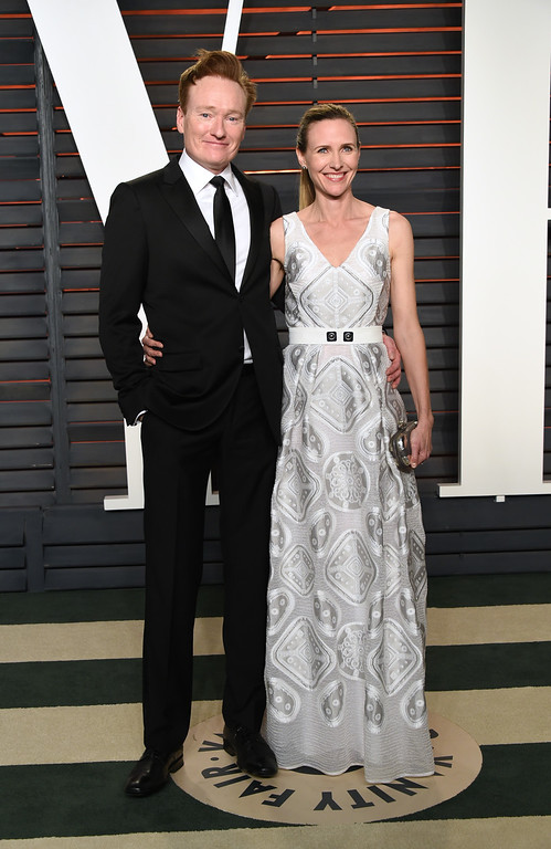 . Conan O\'Brien, left, and Liza Powel arrive at the Vanity Fair Oscar Party on Sunday, Feb. 28, 2016, in Beverly Hills, Calif. (Photo by Evan Agostini/Invision/AP)