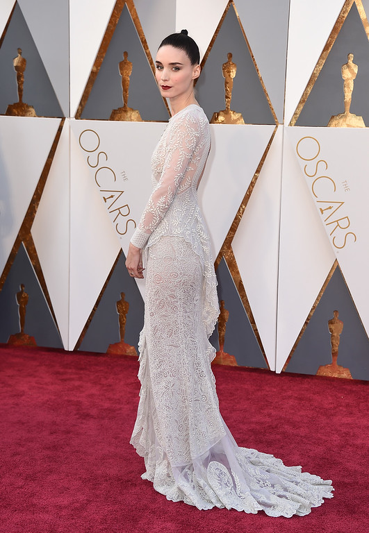 . Rooney Mara arrives at the Oscars on Sunday, Feb. 28, 2016, at the Dolby Theatre in Los Angeles. (Photo by Jordan Strauss/Invision/AP)