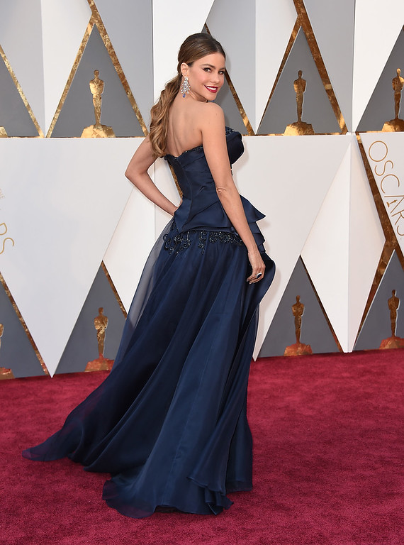 . Sofia Vergara arrives at the Oscars on Sunday, Feb. 28, 2016, at the Dolby Theatre in Los Angeles. (Photo by Jordan Strauss/Invision/AP)