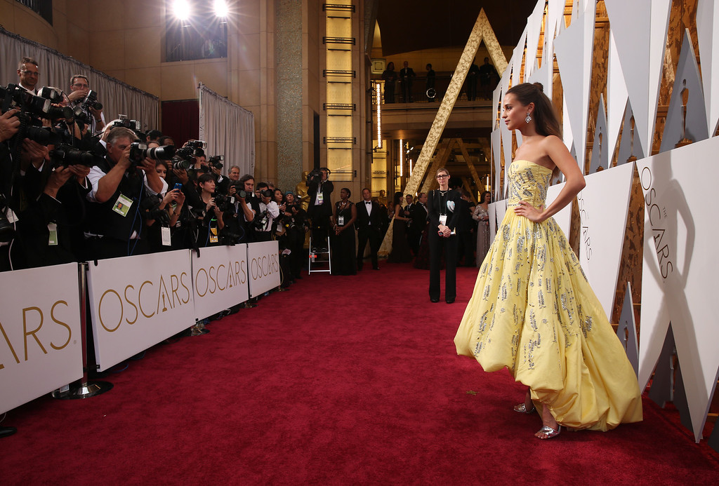 . Alicia Vikander arrives at the Oscars on Sunday, Feb. 28, 2016, at the Dolby Theatre in Los Angeles. (Photo by Matt Sayles/Invision/AP)
