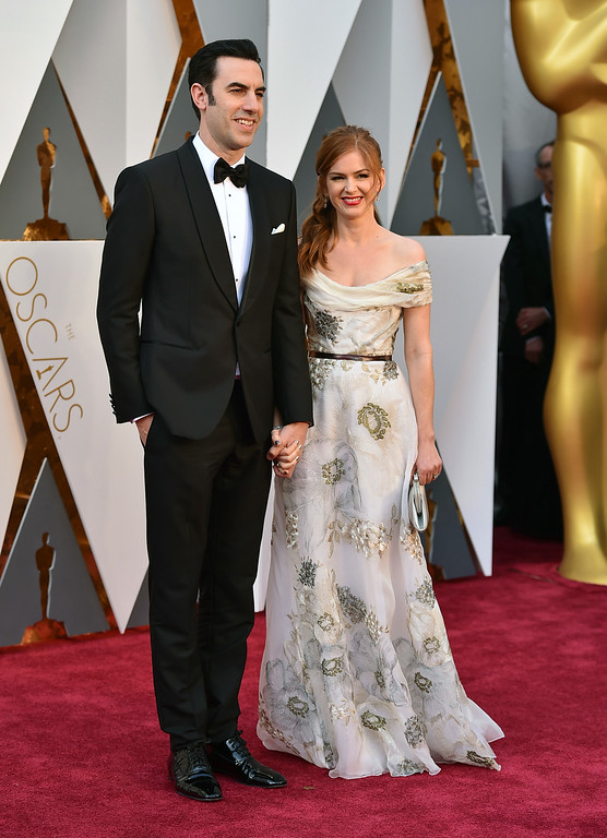 . Sacha Baron Cohen, left, and Isla Fisher arrive at the Oscars on Sunday, Feb. 28, 2016, at the Dolby Theatre in Los Angeles. (Photo by Jordan Strauss/Invision/AP)