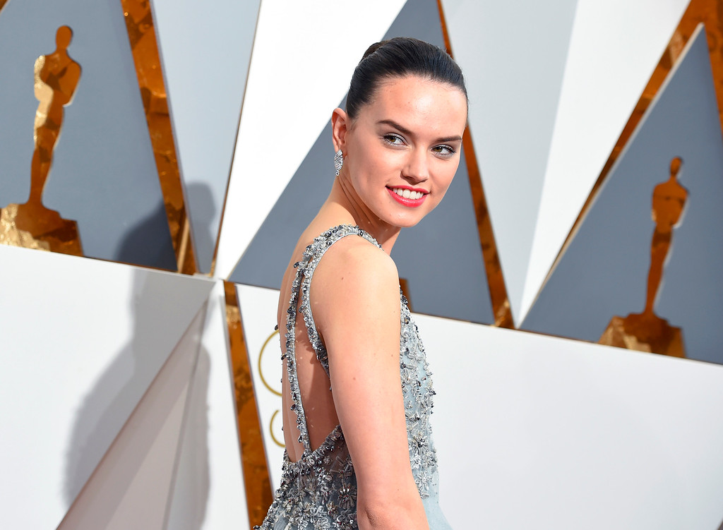 . Daisy Ridley arrives at the Oscars on Sunday, Feb. 28, 2016, at the Dolby Theatre in Los Angeles. (Photo by Dan Steinberg/Invision/AP)