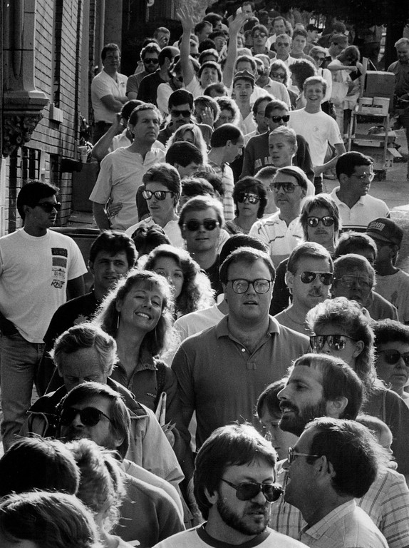. Hundreds of people rounded both corners of the Gart Bros. Sports Castle at 10th and Broadway for the Sniagrab Sale in 1987. Credit: The Denver Post