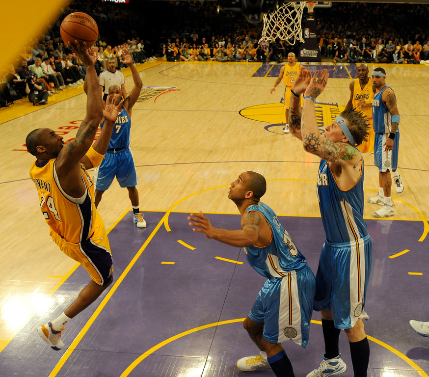 . Los Angeles Lakers Kobe Bryant (24) drive to the basket on Denver Nuggets Dahntay Jones (30) and Chris Andersen (11) in the fourth quarter in Game 1 of the Western Conference Finals Tuesday, May 19, 2009 at Staples Center.  Kobe ended the game with 40 points. John Leyba, The Denver Post