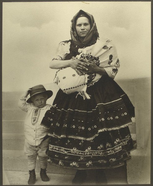 . Slovak woman and children. (Photo by Augustus Sherman)