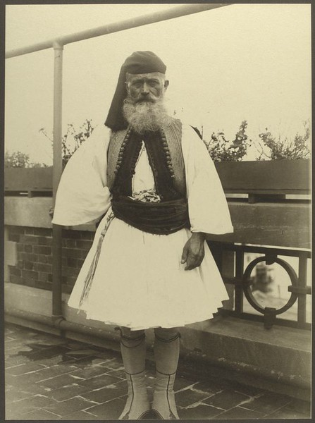 . Greek soldier. (Photo by Augustus Sherman)