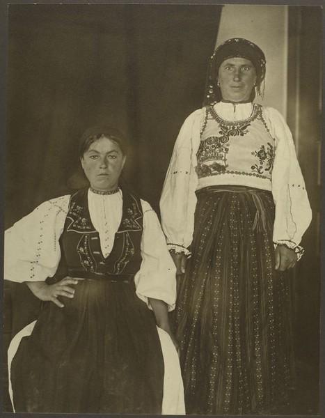 . Romanian women. (Photo by Augustus Sherman)