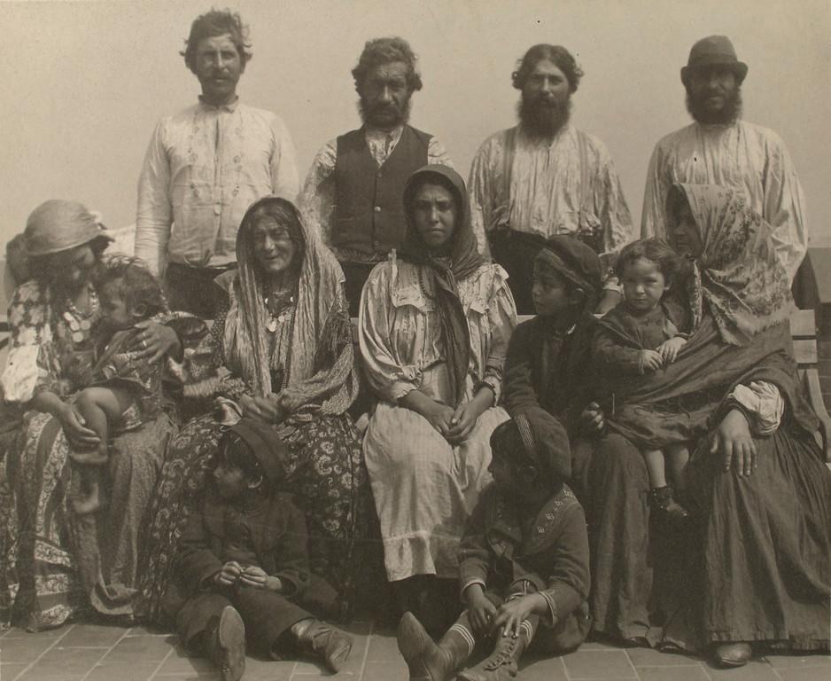 . Serbian Gypsies. (Photo by Augustus Sherman)