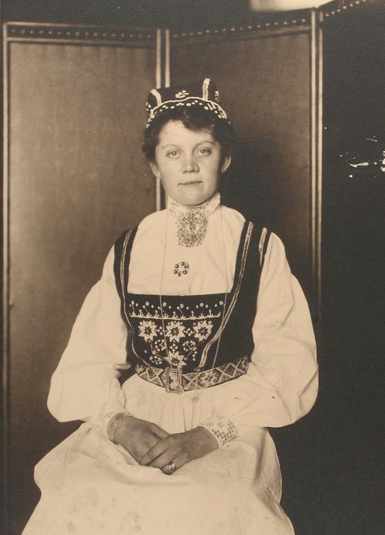 . Norwegian woman. (Photo by Augustus Sherman)