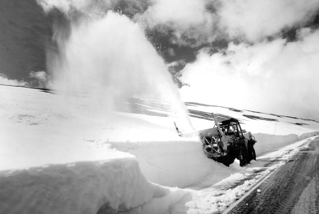 . National Parks Service road crews work to clear Trail Ridge Road in 1987. (Denver Post Library photo archive)