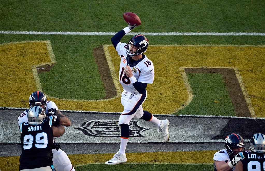 . Peyton Manning (18) of the Denver Broncos throws to an open receiver early in the first quarter.  The Denver Broncos played the Carolina Panthers in Super Bowl 50 at Levi\'s Stadium in Santa Clara, Calif. on February 7, 2016. (Photo by Helen H. Richardson/The Denver Post)
