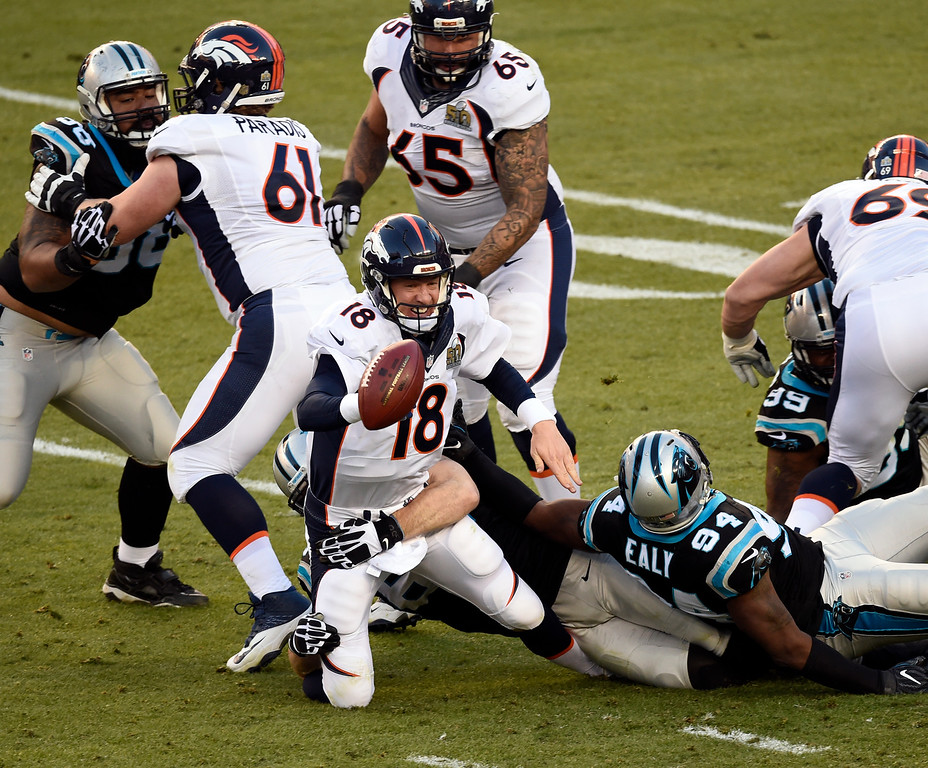 . Peyton Manning (18) of the Denver Broncos gets an incomplete pass after scrambling out of the pocket in the second quarter.  The Denver Broncos played the Carolina Panthers in Super Bowl 50 at Levi\'s Stadium in Santa Clara, Calif. on February 7, 2016. (Photo by John Leyba/The Denver Post)