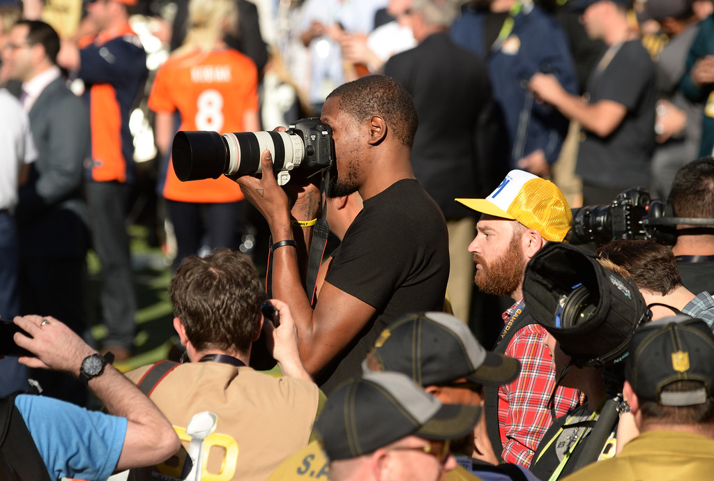 . Oklahoma City Thunder player Kevin Durant tries his hand at photography prior to the start of the game. The Denver Broncos played the Carolina Panthers in Super Bowl 50 at Levi\'s Stadium in Santa Clara, Calif. on February 7, 2016. (Photo by RJ Sangosti/The Denver Post)