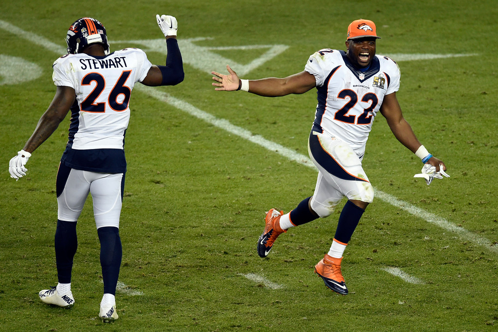. C.J. Anderson (22) of the Denver Broncos runs on to the field and high fives Darian Stewart (26) of the Denver Broncos at the end of the game. The Broncos defeated the Panthers 24 to 10 in Super Bowl 50. The Denver Broncos played the Carolina Panthers in Super Bowl 50 at Levi\'s Stadium in Santa Clara, Calif. on February 7, 2016. (Photo by John Leyba/The Denver Post)